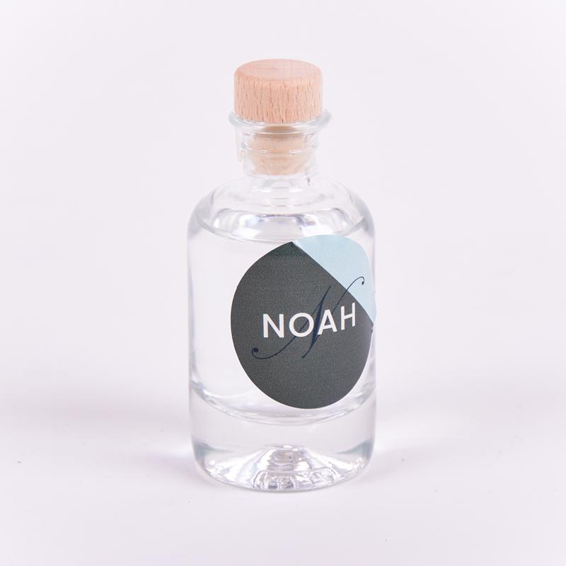 Gin flesje met sticker Noah