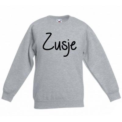 Sweater met letter - Zusje (Ashgrey)